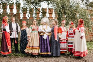 """Народные костюмы к выставке """"И в пир, и в мир"""""""